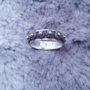 VINTAGE SILVER DAISY RING